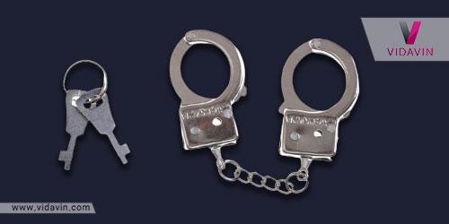 هدیه برای پلیس جوان - جاسوییچی شکل دستبند