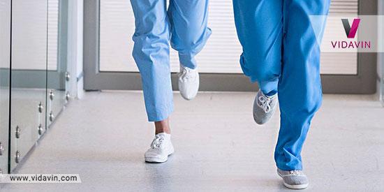 کادر درمان در حال دویدن در بخش های اورژانس